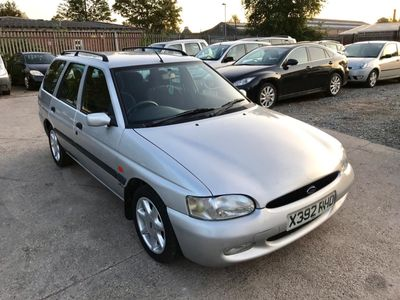 FORD ESCORT Estate 1.6 i Finesse 5dr
