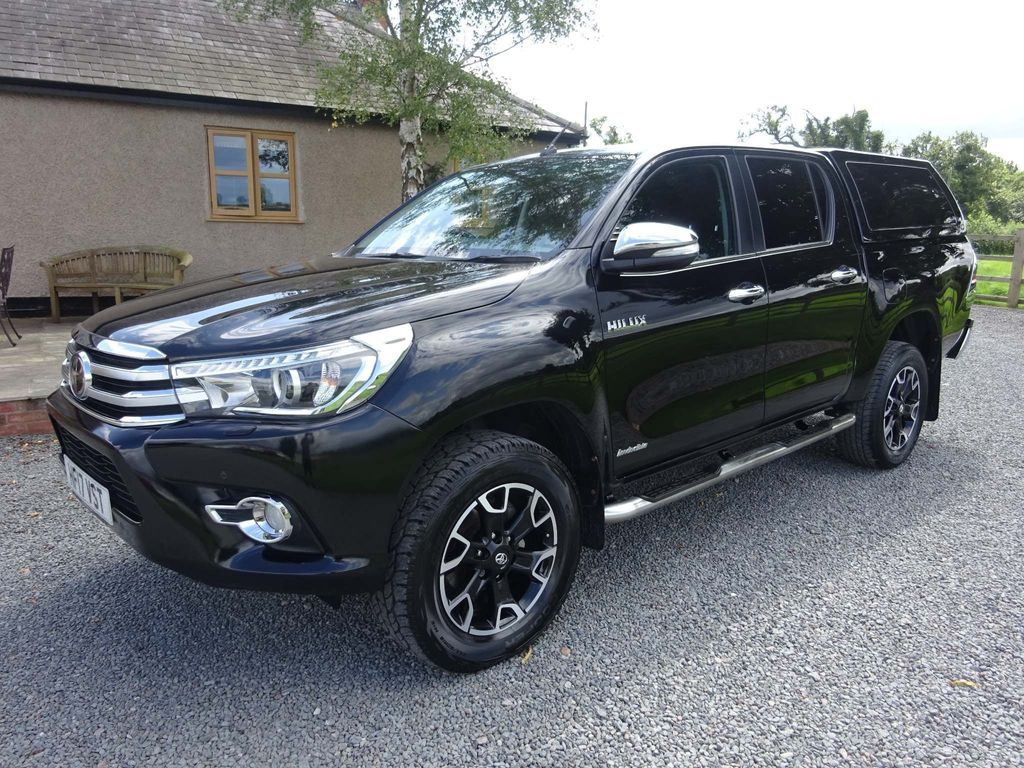 TOYOTA HILUX Pickup 2.4 Invincible X 4dr