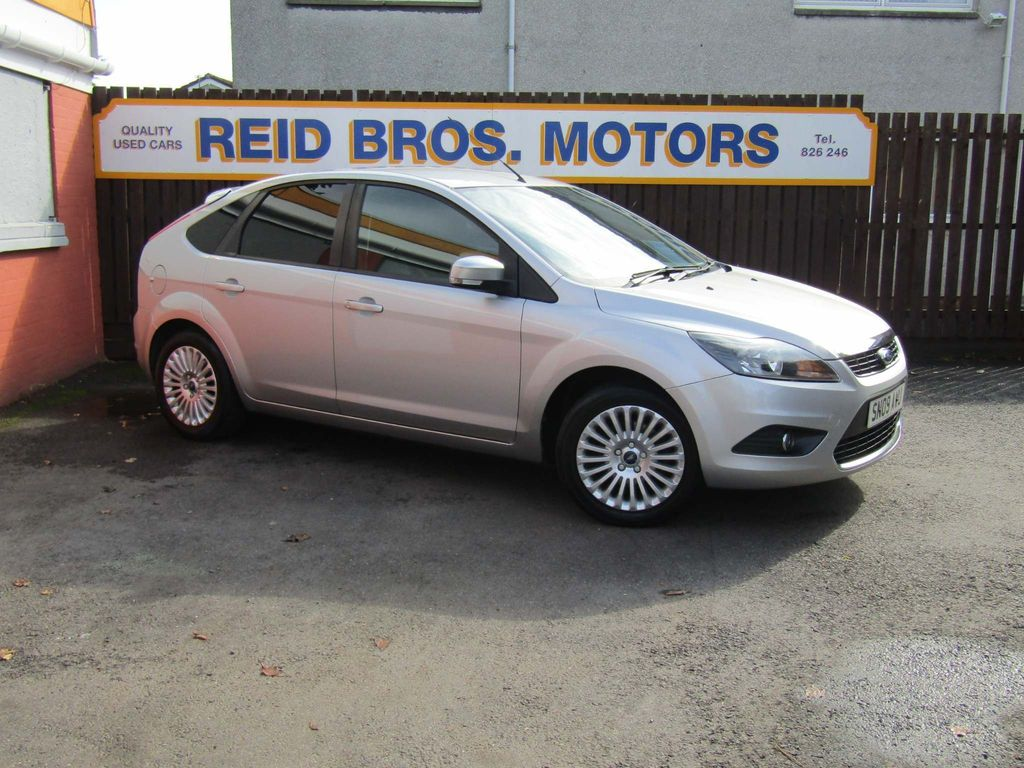 Used Ford Focus Hatchback 1 6 Titanium 5dr In Dundee Angus Reid