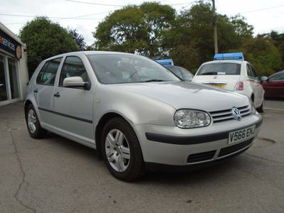 VOLKSWAGEN GOLF Hatchback SE