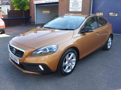 VOLVO V40 CROSS COUNTRY Hatchback 1.6 D2 Lux Powershift 5dr