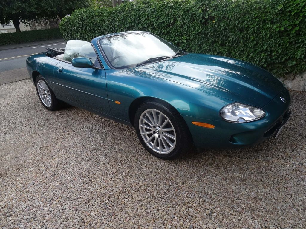 JAGUAR XK8 Convertible 4.0 2dr