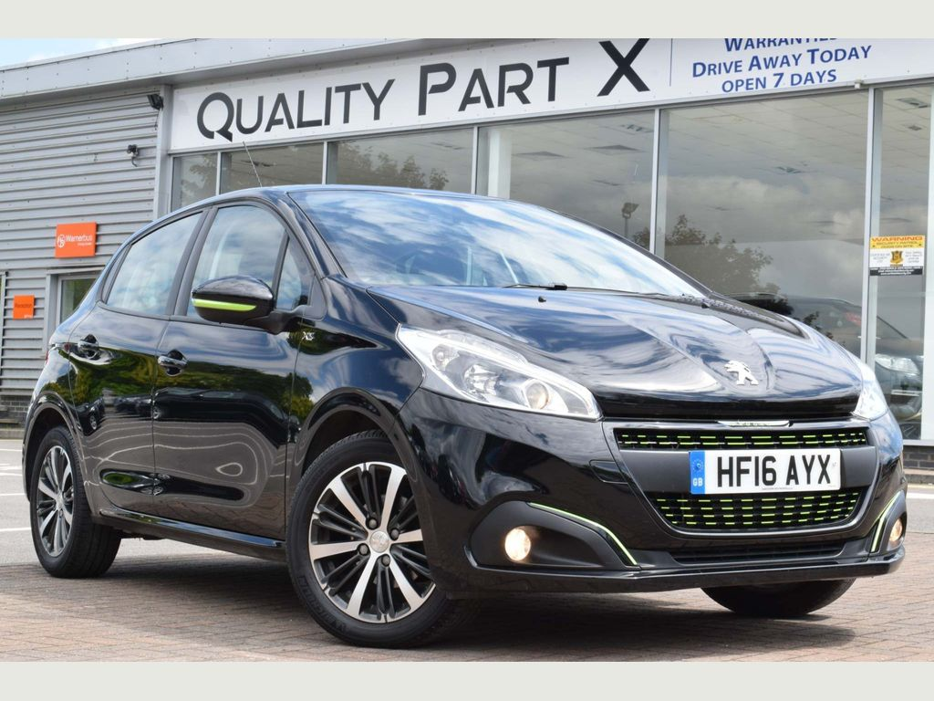 PEUGEOT 208 Hatchback 1.2 PureTech XS Lime Manual 5dr