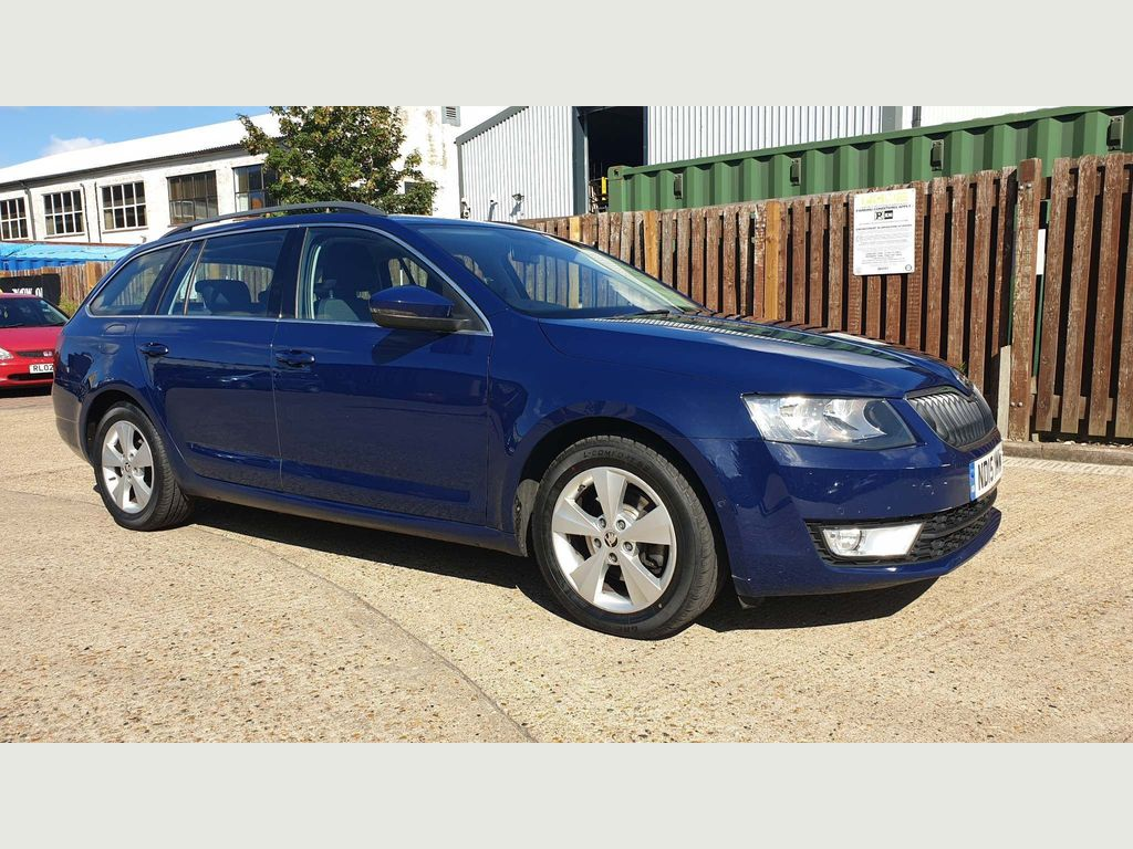 SKODA OCTAVIA Estate 1.6 TDI GreenLine III SE Business 5dr
