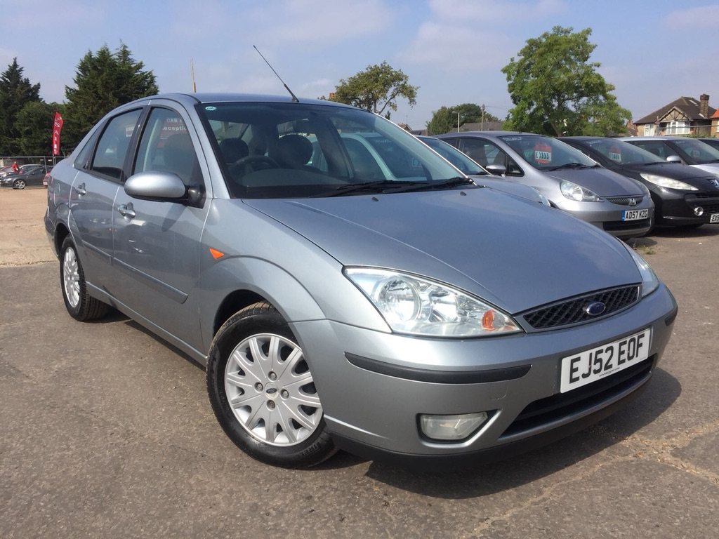 FORD FOCUS Saloon 2.0 i 16v Ghia 4dr