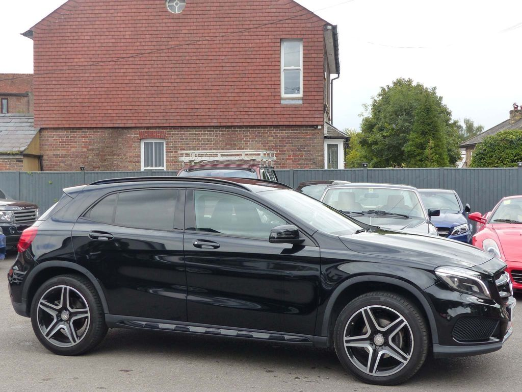 MERCEDES-BENZ GLA CLASS SUV 2.1 GLA200 CDI AMG Line (Premium) 7G-DCT 5dr