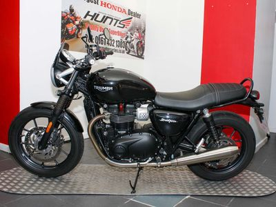 TRIUMPH STREET TWIN Roadster/Retro 900