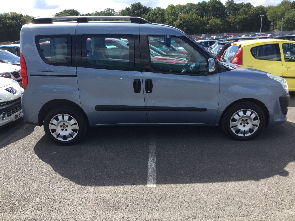 FIAT DOBLO Estate 1.6 MultiJet 16v MyLife 5dr (7 Seats)