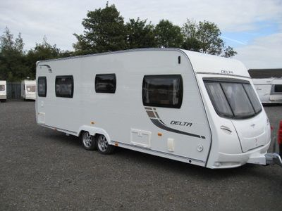 Lunar DELTA TI Tourer 2012 4 BERTH ISLAND BED