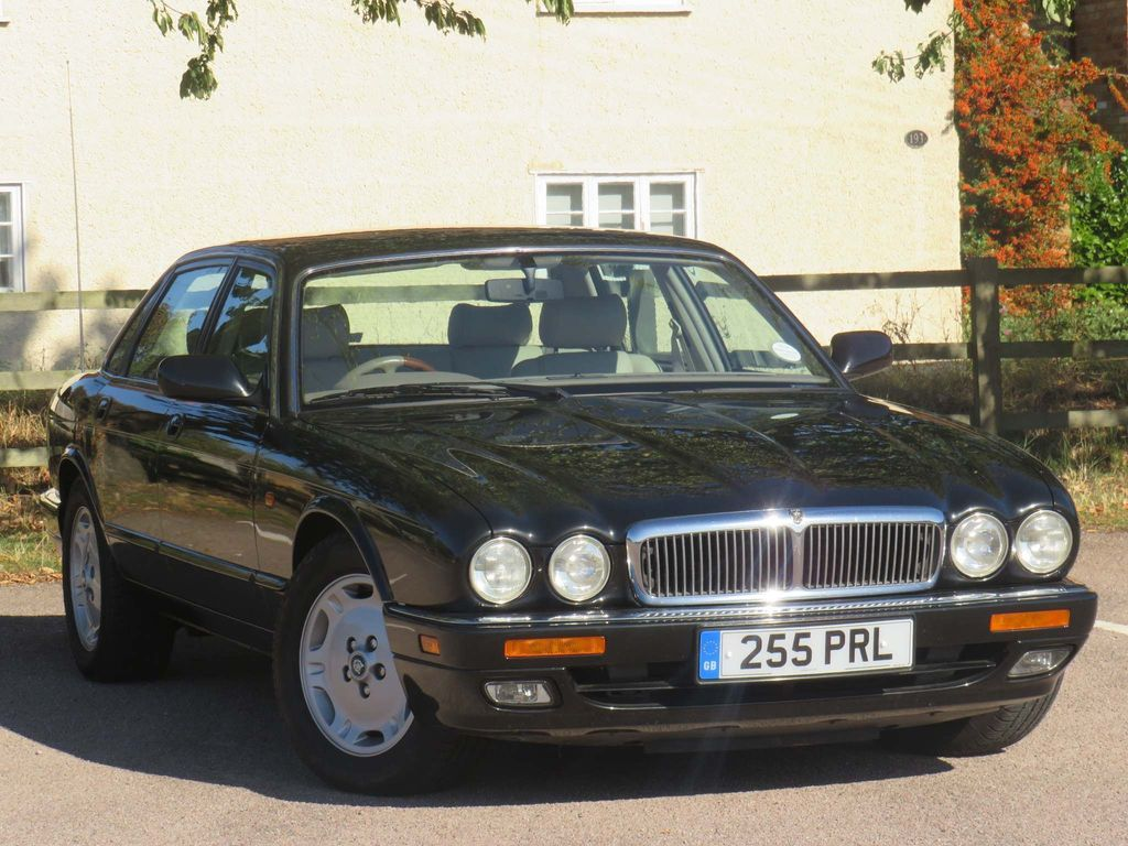 JAGUAR XJ Saloon 3.2 Executive 4dr