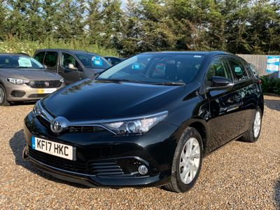TOYOTA AURIS Hatchback 1.2 VVT-i Icon (s/s) 5dr (Safety Sense)