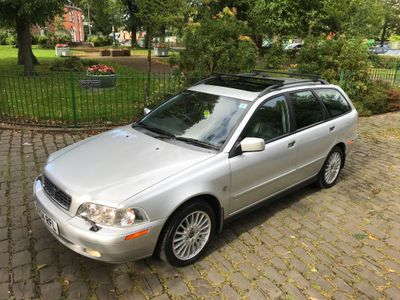 VOLVO V40 Estate 1.8 SE 5dr