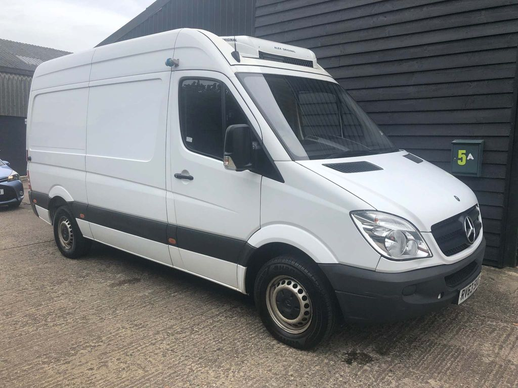 MERCEDES-BENZ SPRINTER Temperature Controlled MWB FREEZER/ CHILLER OVERNIGHT STANDBY