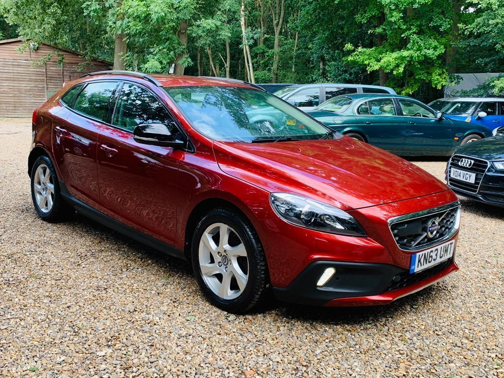 VOLVO V40 CROSS COUNTRY Hatchback 2.0 D4 Lux Nav Cross Country Geartronic (s/s) 5dr