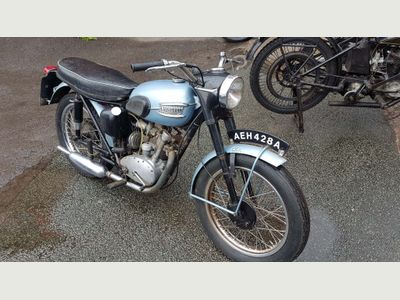 TRIUMPH T Unlisted {Edition unlisted}