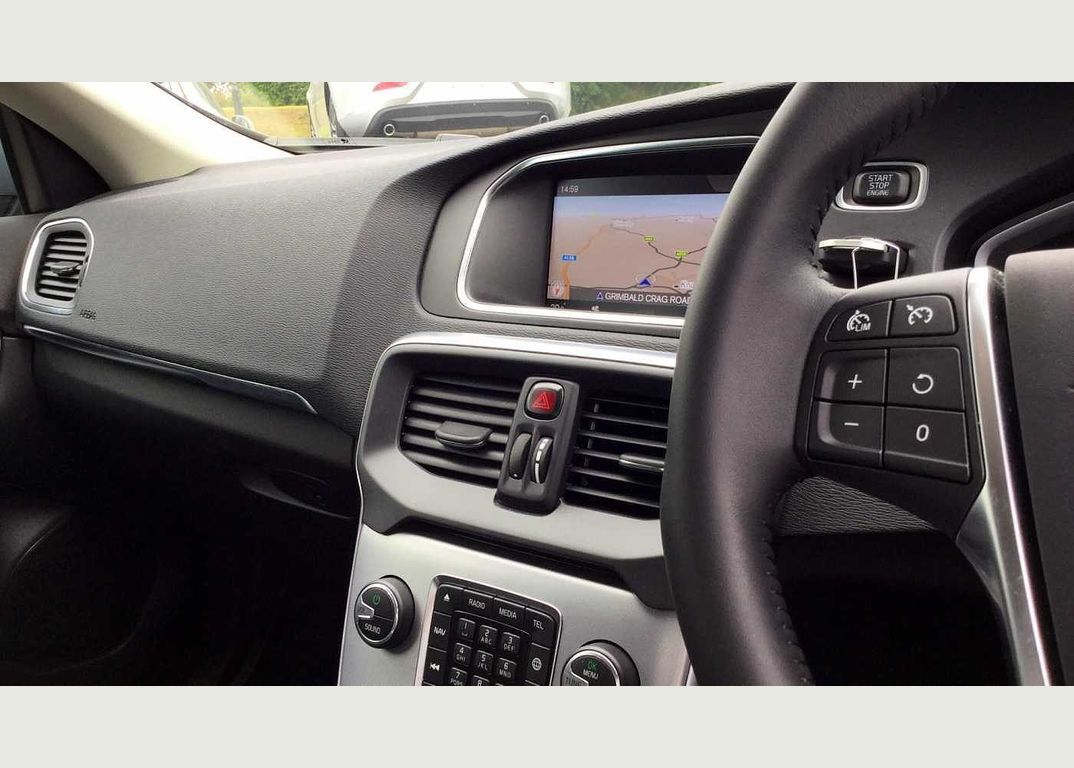 Volvo V40 T3 Inscription Automatic(Navigation+Bluetooth+Rear Park