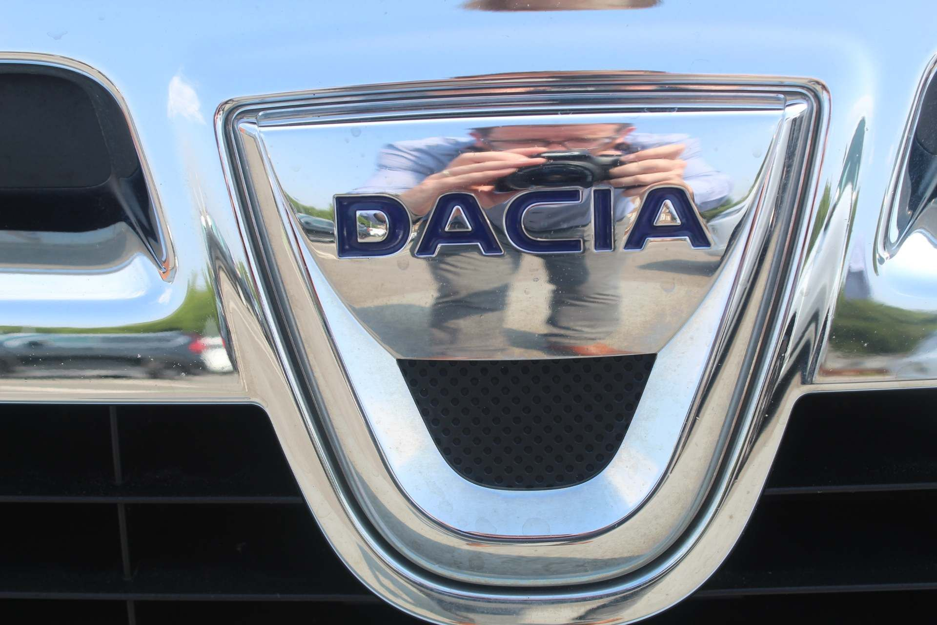 Dacia Duster 1.5 dCi Laureate 4WD (s/s) 5dr - Image 15