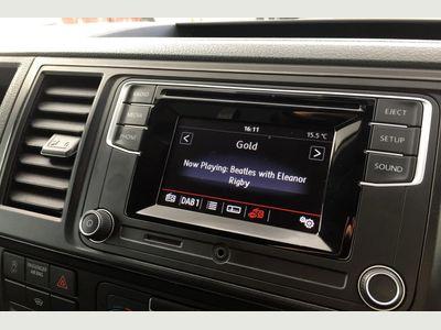 Volkswagen Transporter Panel Van 2.0 TDI (102PS) T28 Highline BMT SWB Fully VW Approved