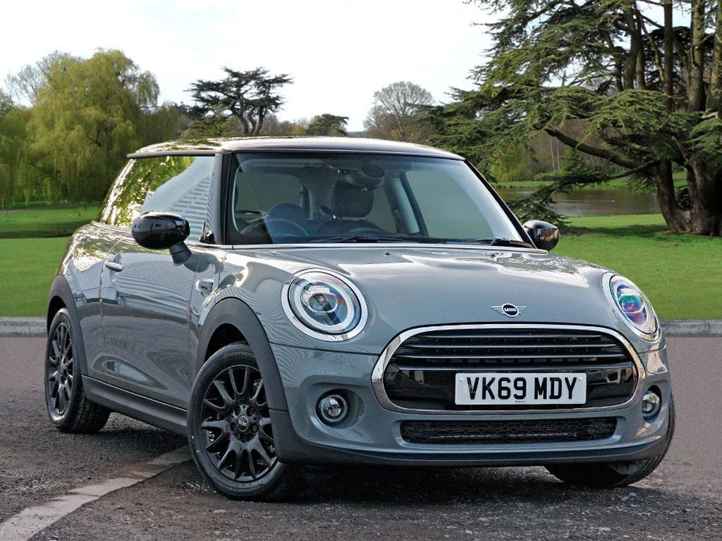 MINI Hatch 1.5 Cooper Classic Hatchback 3dr Petrol (s/s) (136 ps) Delivery miles with Sat Nav