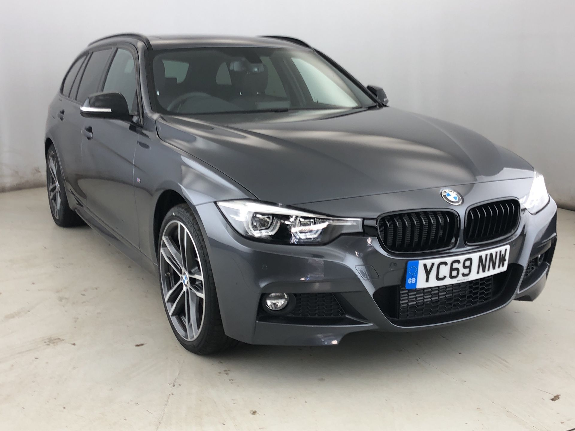 BMW 3 Series 320d xDrive MSport ShadowEdition Touring 2.0 5dr M Sport , Sat Nav , Leather