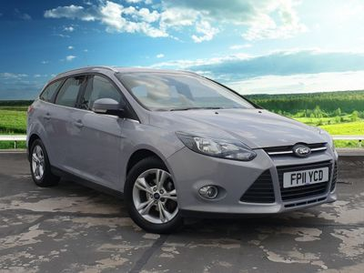 "Ford Focus ZETEC Bluetooth Connectivity, Air Conditioning, Steering Wheel Controls, AUX Input, Trip Computer, 16"" Alloy Wheels, Rear Parking Sensors, Fog Lights, 1.6 5dr Spacious Family Car"