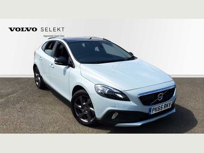 Volvo V40 CC T5 AWD Cross Country Lux Nav Auto with Driver Support, Winter and Xenium Pa 2.0 5dr