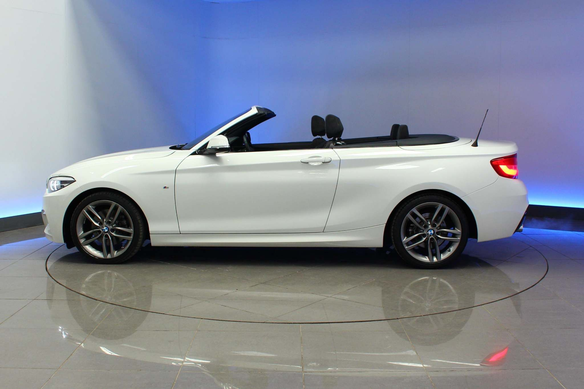 Used BMW 2 Series 2.0 220i M Sport Auto (s/s) 2dr