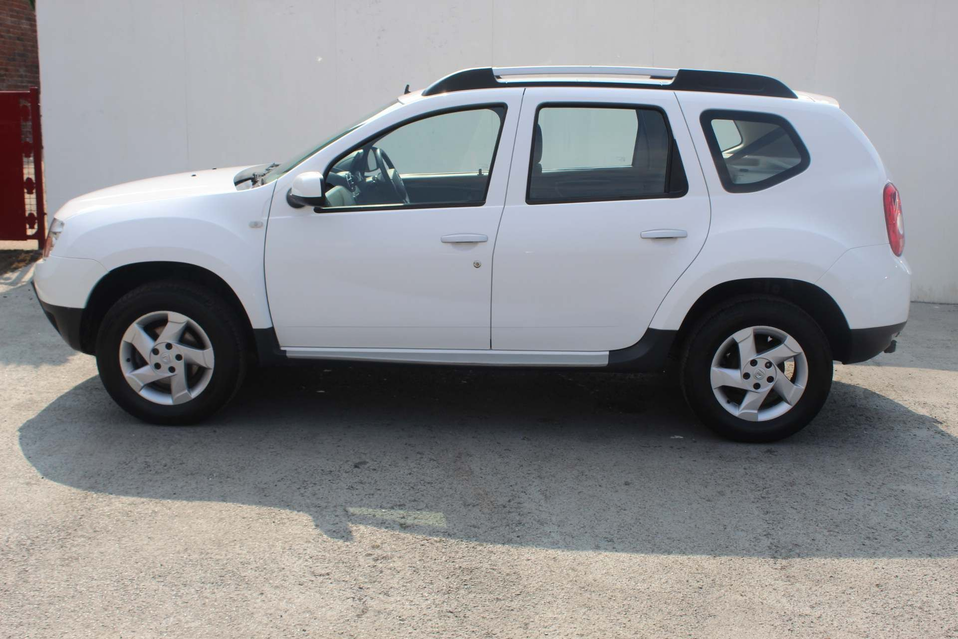 Dacia Duster 1.5 dCi Laureate 4WD (s/s) 5dr - Image 5