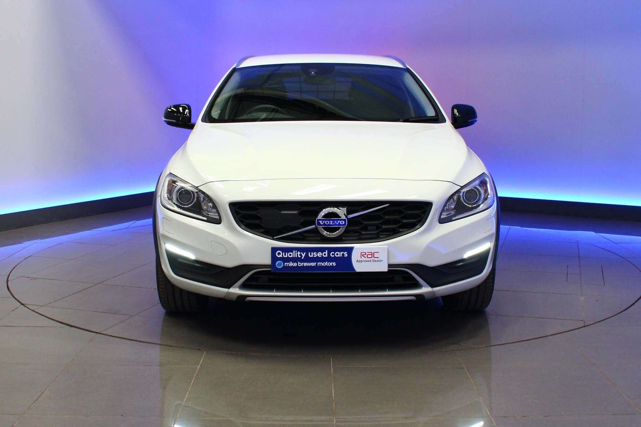 Used Volvo V60 Cross Country 2.0 D4 Lux Nav Cross Country Auto (s/s) 5dr