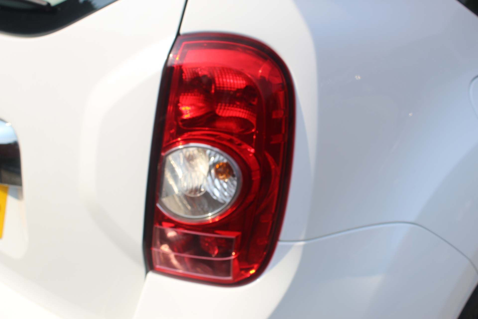 Dacia Duster 1.5 dCi Laureate 4WD (s/s) 5dr - Image 19
