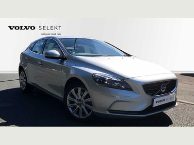 Volvo V40 D3 SE LUX AUTO WINTER PACK+BLUETOOTH 2.0 5dr **LOW MILES+LEATHER SEATS**